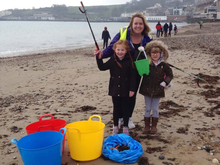 Children from St. Mark's School helping on Swanage Beach 25th March 2018.